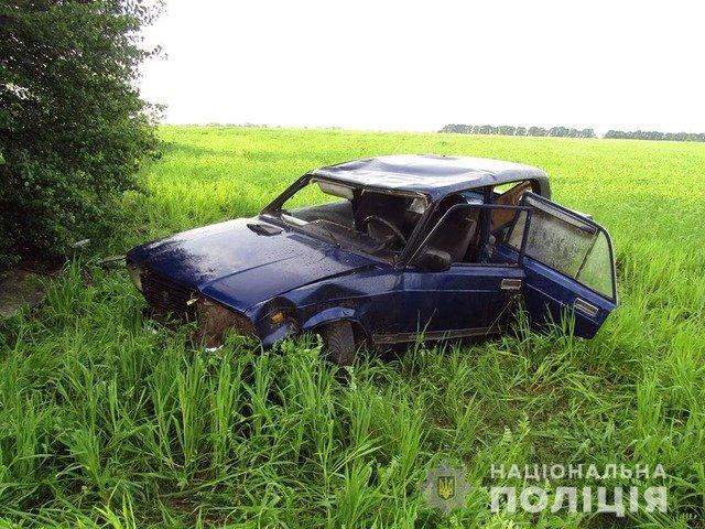 На Звягельщині двоє юнаків викрали сусідське авто та розбили його. ФОТО