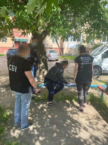 Житомирянин на своєму підприємстві легалізовував перебування іноземців в Україні. ФОТО