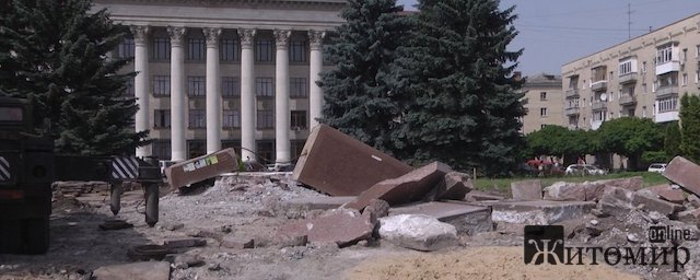 Декомунізація по-житомирськи: граніт замінюють бетоном