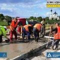 На мосту через річку Норин у Житомирській області бетонують тротуари. ФОТО