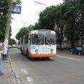 У Житомирі судили чоловіка, який впав у тролейбусі та розбив скло дверей