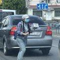 На кого працює професійна жебрачка на вулиці Жуйка у Житомирі? ФОТО