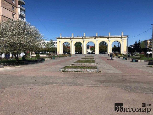 У Житомирі на території Мистецьких воріт  облаштують сучасний сквер
