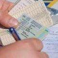 У Новограді-Волинському поліцейські зупинили ВАЗ: водій був без посвідчення та мав підроблені документи на авто