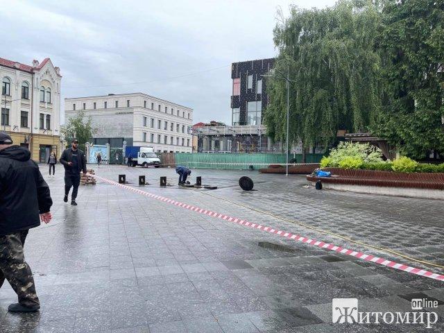На Михайлівській у Житомирі ремонтують фонтан. ФОТО