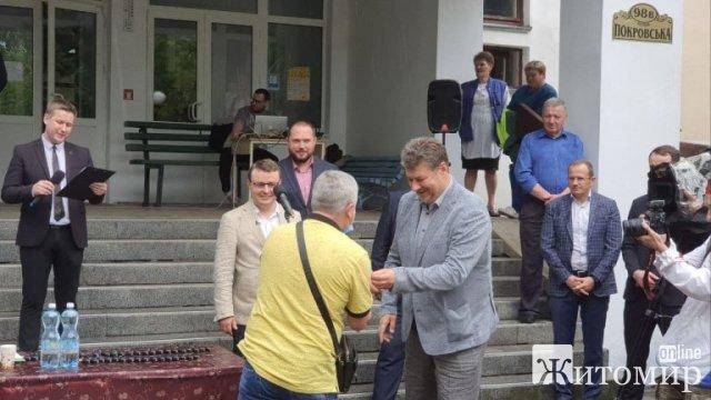 """Районам Житомирщини передали """"швидкі"""" на загальну суму понад 80 млн грн. ФОТО"""