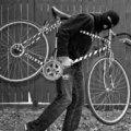 У райцентрі Житомирської області поліцейські розшукали чоловіка, який відібрав у пенсіонера велосипед і поїхав геть