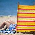 Как спастись от жары: эксперты объяснили, поможет ли чай и сон без одежды