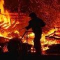 У селі біля Житомира рятувальники гасили пожежу