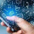 Комаровський заявив, що користуватися мобільником в грозу можна. У ДСНС стверджують зворотне