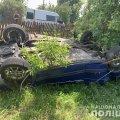 У селі на Житомирщині ВАЗ з'їхав у кювет, зіткнувся з парканом та перекинувся. ФОТО