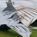 У Чуднові вітер зірвав дах Будинку культури, де діти святкували випускний. ВІДЕО