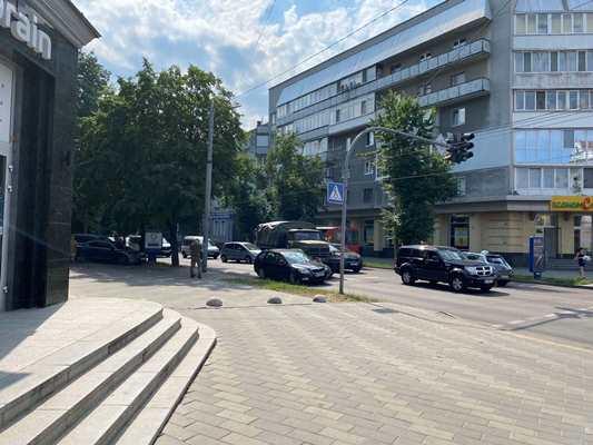 Аварія в центрі Житомира за участі військового автомобіля. ФОТО