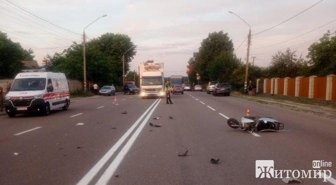 У результаті ДТП 19-річна мотоциклістка отримала травми