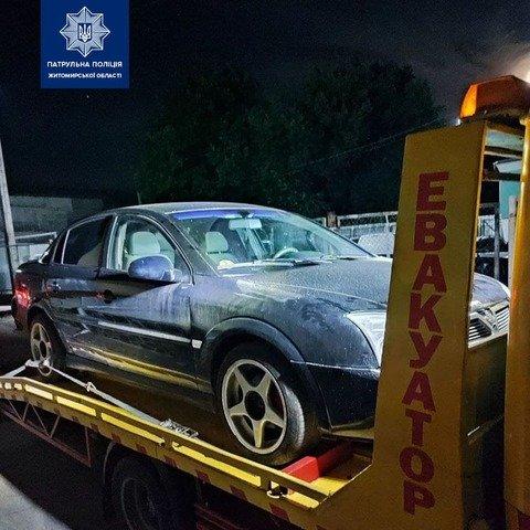 У Житомирі патрульні зупинили порушника: виявилося, що авто у розшуку. ФОТО