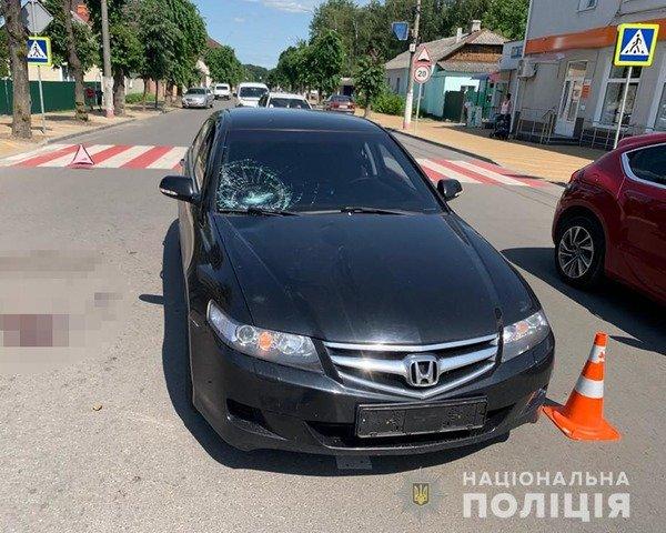 У Новограді-Волинському водій збив чоловіка, що переходив дорогу. ФОТО