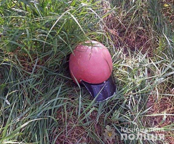 На Житомирщині мотоцикліст та пасажир загинули внаслідок зіткнення з електроопорою. ФОТО
