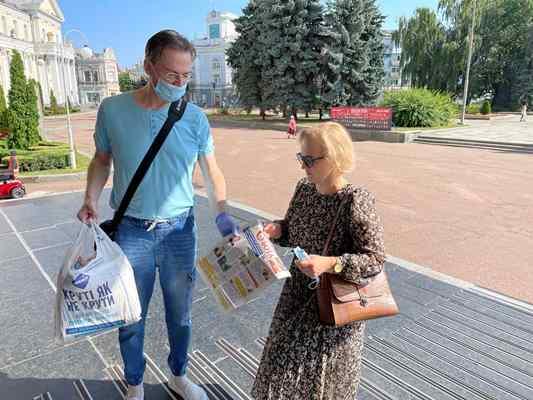 Депутатів обласної ради ознайомили з резонансною статтею у популярному житомирському тижневиику. ФОТО