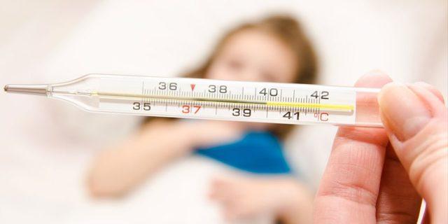Житомирянка після щеплення від ковіду уже четвертий день лежить із температурою під 40