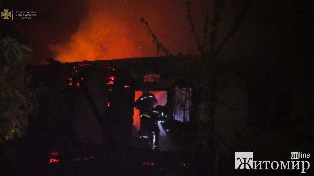 У селі на Житомирщині горів будинок: рятувальники винесли з вогню господаря, але чоловік помер. ФОТО