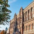 Українці вже шостий місяць поспіль активно збувають валюту