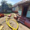 Під час гасіння пожежі в Житомирській області рятувальники винесли з будинку чоловіка. ФОТО
