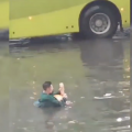Житомирянин відпочиває після негоди на затопленій вулиці. ВІДЕО