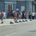 """У Житомирі групка людей під міською радою стояла з плакатами """"Геть Нікітіна"""""""