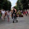 Житомиряни просять мера заборонити катання на велосипедах та електросамокатах на Михайлівській