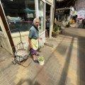 На Житньому ринку у Житомирі відро чудових домашніх огірочків продають лише за 70 гривень. ФОТО