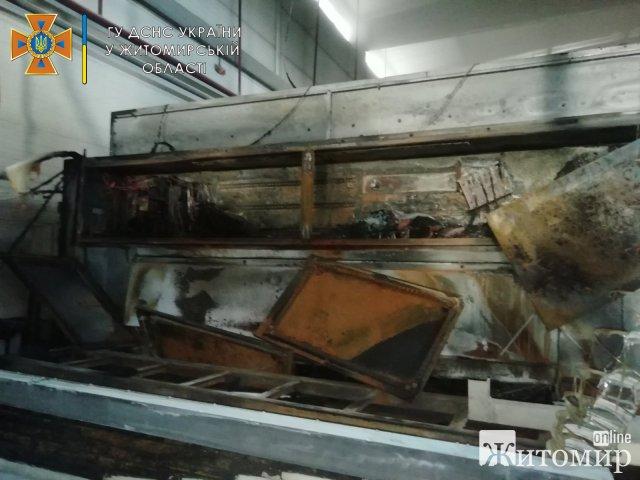 У Бердичеві горів  цех з виробництва меблів. ФОТО