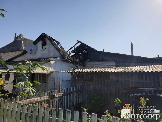 На Житомирщині вогнеборці ліквідували дві пожежі у приватних будинках. ФОТО