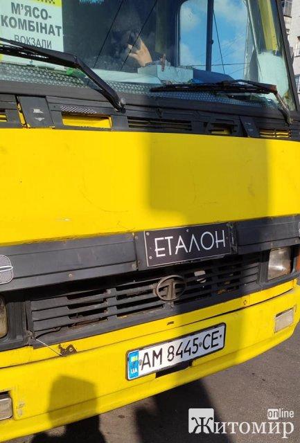 У Житомирі водій маршрутного таксі тикає пасажирам дулі. ФОТО