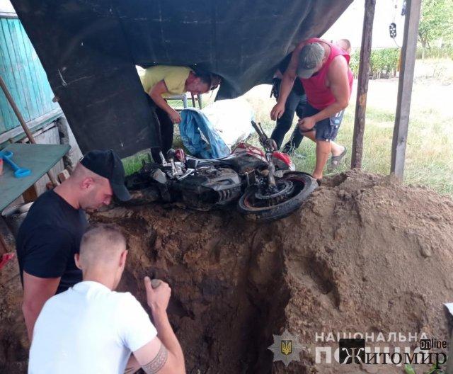У Житомирській області чоловік викрав мотоцикл та... закопав. ФОТО