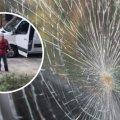 У Житомирі чоловік лопатою побив вікна сусідам: не дозволяли паркуватися на клумбі з квітами. ВІДЕО
