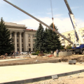 У Житомирі на майдані Соборному встановили 50-метровий флагшток. ВІДЕО