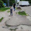 Житомиряни не вірять обіцянкам міської влади облаштувати наступного року тротуари у місті