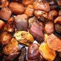 Житель Коростеня зберігав вдома 20 кілограм бурштину невідомого походження