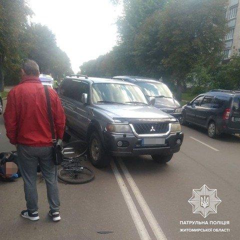 У Житомирі на вулиці Івана Мазепи збили велосипедиста. ФОТО