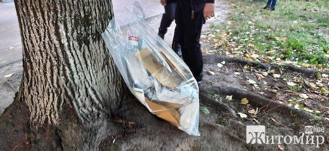 Фото з місця подвійного вбивства, що сталося сьогодні у Житомирі