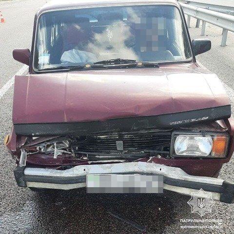 На Житомирщині водій автомобіля ВАЗ не дотримався безпечної дистанції та врізався в Audi. ФОТО