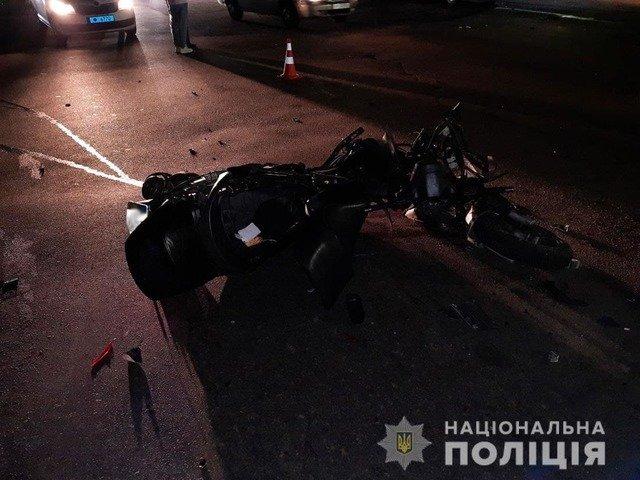 У Житомирі 20-річний мотоцикліст влетів у мікроавтобус. ФОТО