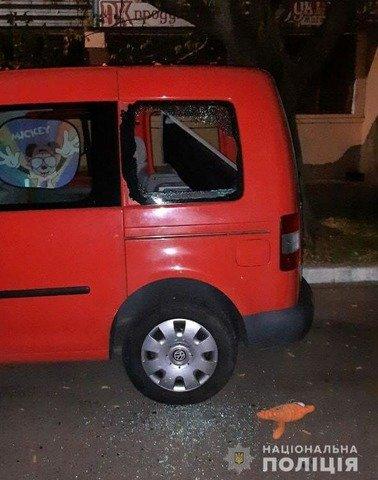 У Житомирі молодика затримали одразу після обкрадання автівки. ФОТО