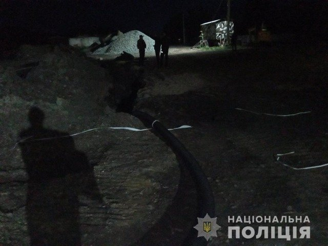 У Любарі 22-річний робітник загинув під завалом землі. ФОТО