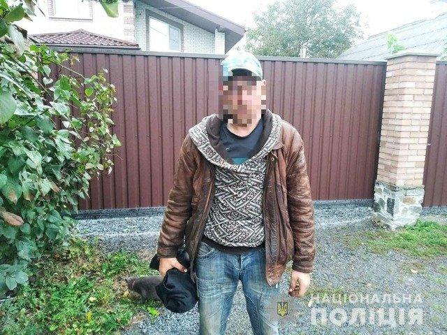 У Новограді-Волинському двоє чоловіків намагалися вкрасти металеву огорожу. ФОТО