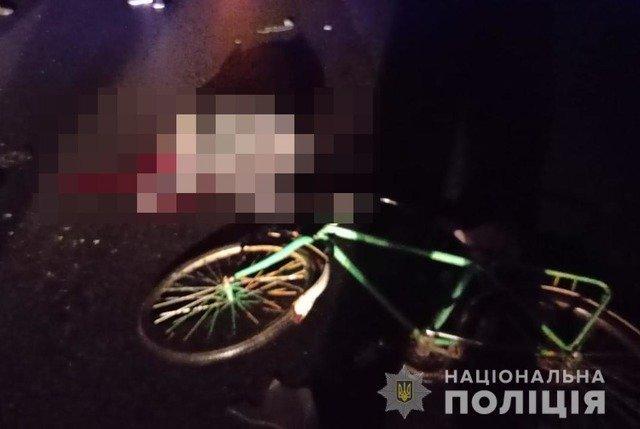 """На Житомирщині """"Газель"""" відкинула велосипедиста на зустрічну смугу, де його насмерть збив Citroen. ФОТО"""