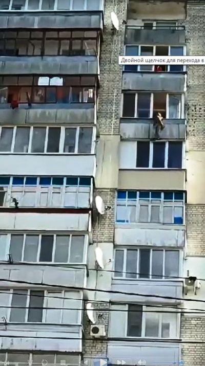 38-летнюю жительницу Житомира, которая хотела спрыгнуть с 10 этажа, спас офицер патрульной полиции,  ...