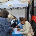У Житомирі на Михайлівській містян вакцинують в автобусі. ФОТО