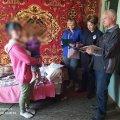 На Житомирщині молода мати залишила однорічну дитину на чужих людей та поїхала до Києва. ФОТО