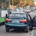 У Житомирі чоловік з дитиною переходили дорогу у недозволеному місці та потрапили під колеса автомобіля. ФОТО